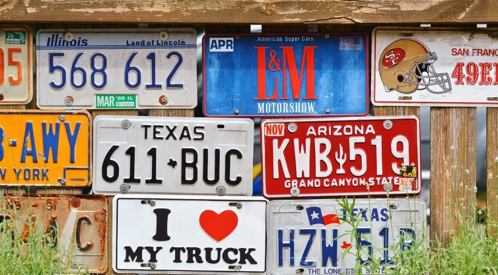 Do I keep my plates when selling a car in Texas